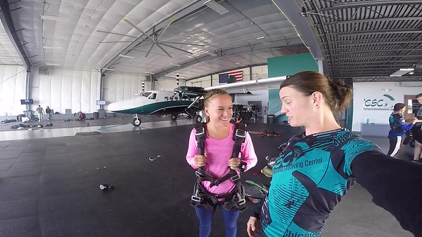1618 Maddie Larock Skydive at Chicagoland Skydiving Center 20170825 Jo Jo