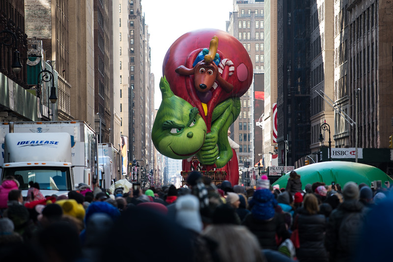 The Grinch just prior to deflation. The trucks for taking away the balloons are on the left.