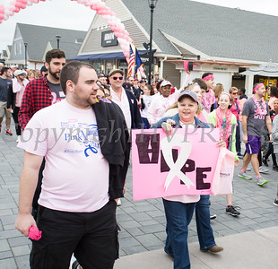 Thousands of people, including cancer survivors, their families and businesses, participated in the annual American Cancer Society Making Strides Against Breast Cancer walk at Woodbury Common Premium Outlets in Central Valley, NY on Sunday, October 15, 2017. Hudson Valley Press/CHUCK STEWART, JR.
