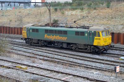 86639 0859/0K46 Garston-Crewe passing Crewe Salop.