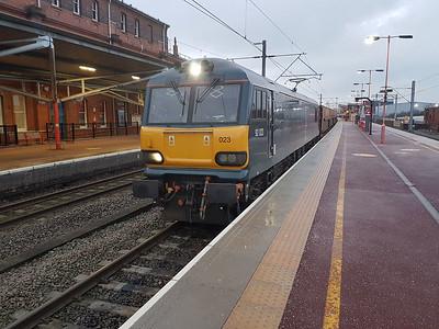 92023 1637/6L48 Garston-Dagenham at Rugby.