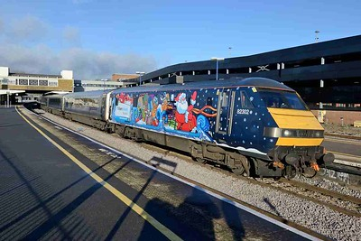 8 December 2017 :: Chiltern Railways have applied a special vinyl to 82302 to celebrate Christmas and is seen at Banbury leading 1H33, the 1055 from Birmingham Moor Street to Marylebone