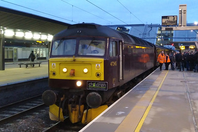 47245 awaits departure from Rading with the Branch Line Society's 1Z77 0745 charter to London Paddington via South Greenford and Park Royal (02/12/2017)