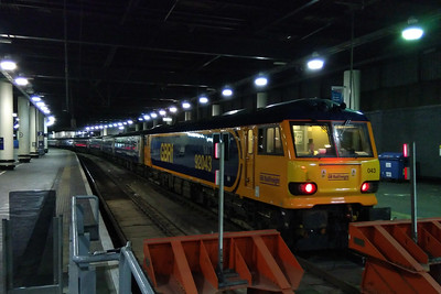 Early the next morning GBRf's 92043 stands on the blocks at London Esuton with the previous night's 1M11 2340 ex-Glasgow Central (09/12/2017)