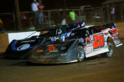 Shane Clanton (25) and Scott Bloomquist (0)