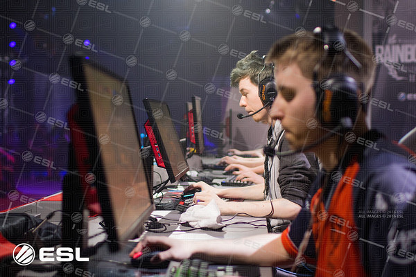 RainboxSix_ProLeagueS1_Finals_Pawel_Bastrzyk_7D2_5860