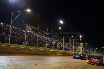 Tim McCreadie (39) and Scott Bloomquist (0) in front of the EAMS crowd