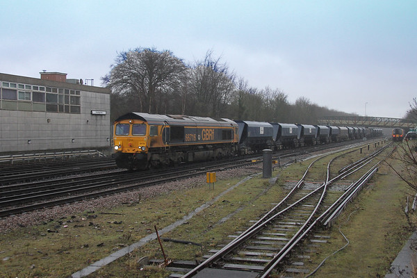 66716 Basingstoke 22/02/17 6Y68 Tonbridge to Eastleigh which included 1 warwell wagon on the rear