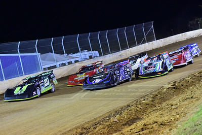 Scott Bloomquist (0) and Jimmy Owens (20) lead the field to green