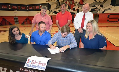 Hartsville High School's Zeke Steen signs a letter of intent on April 13, 2017 to play golf for Francis Marion University.