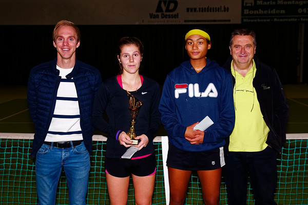 01.05 Finalists girls - ITF Heiveld junior indoor open 2017