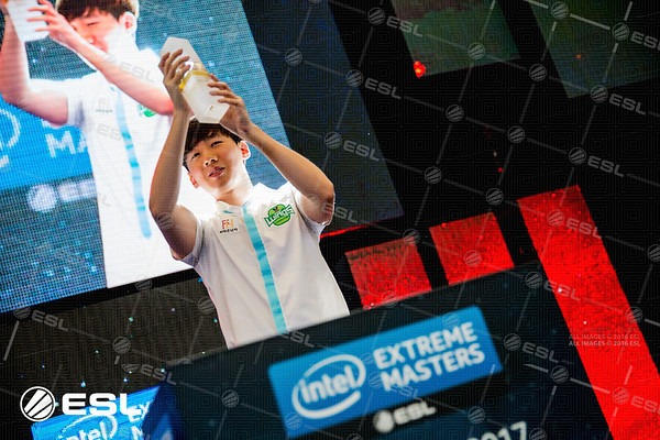 The winner of IEM Shanghai 2017: Jin Air Green Wings's Rogue!