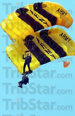 MET 071402 AIR SHOW KNIGHTS