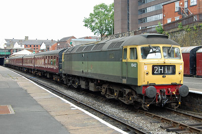 Also visiting from Crewe Heritage Centre for the ELR's Diesel Gala was 47192, which is seen here at Bury with 1J60 1246 Rawtenstall - Heywood (07/07/2017)