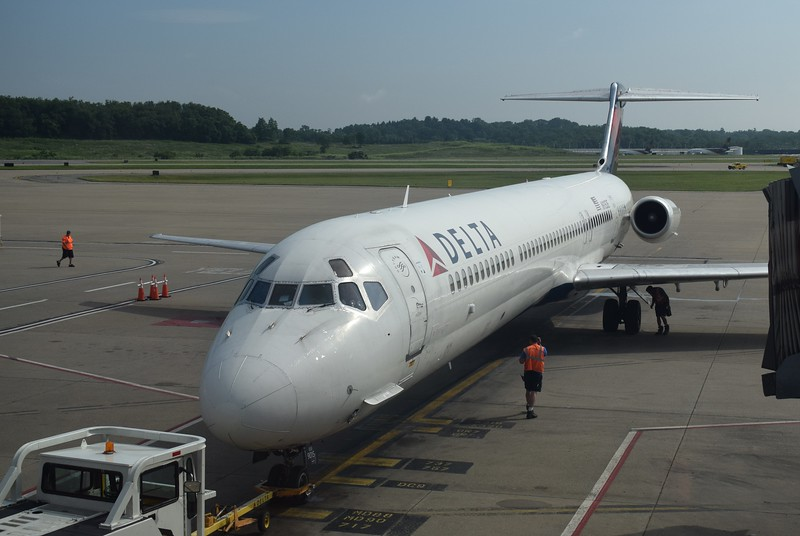 Delta Airlines McDonnell Douglas MD-88 N915DE pushing back at Pittsburgh Airport.