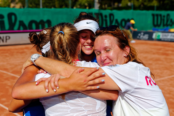 01.01h Happy after winning final - Team Russia - Junior fed cup european final round girls 16 years and under 2017