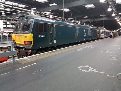 92023 on the blocks at Euston with the 1M11 ex Glasgow-Euston sleeper service.