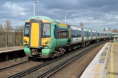 377124 at Clapham Junction.
