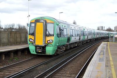 377605 at Clapham Junction.