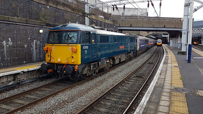 87002 on the end of the 1M11 awaiting to depart to Wembley ECS.