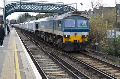 59101 1317/6v18 Allington-Acton passes Wandsworth Road.