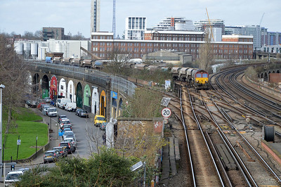 66067 1258/6o98 Park Royal-Angerstein approaches Wandsworth Road.