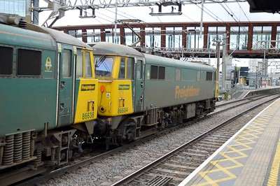 86604_86638 1013/4L89 Coatbridge-Felixstowe passes through Stratford.