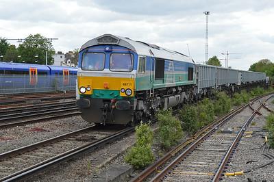 66711 1435/6o72 Colnbrook-Tonbridge passing Clapham Junction