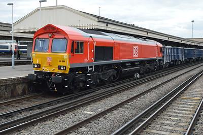66044 1353/7Y56 Woking-Hoo Jct passes Clapham Junction.