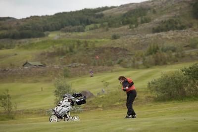 Rut Hreinsdóttir slær rauðan bolta á 12. brautinni.