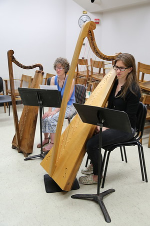 """Participants in the """"Harp Music and Methods of the Golden Age""""class taught by Jennifer Sayre at the 2017 Madison Early Music Festival in the Humanities Building at the University of Wisconsin-Madison Mead Witter School of Music."""