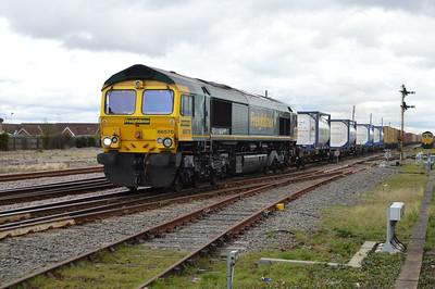 66570 1219/4M87 Felixstowe-Crewe.