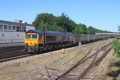 66702 Basingstoke 26/05/17 4Y19 Mountfield to Southampton Western Docks