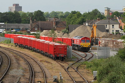 66136 Southampton Up Goods Yard 24/05/17 shunting 6O11 from Dowlow
