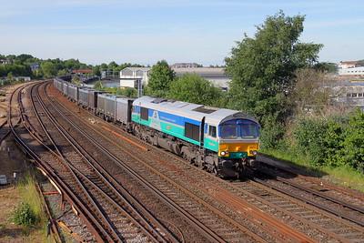66711 Mount Pleasant Crossing 21/05/17 4Y19 Mountfield to Southampton Western Docks