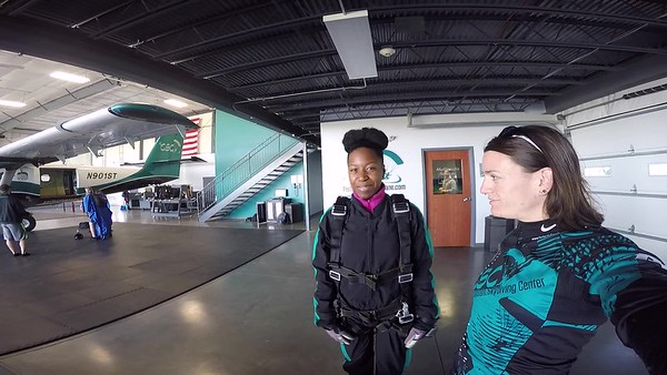 0908 Karael Campbell Skydive at Chicagoland Skydiving Center 20170522 Jo