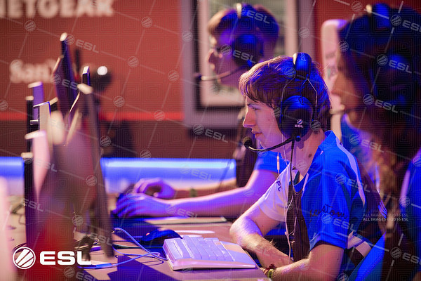 170921_Joe-Brady_ESL-Prem-at-EGX_0235