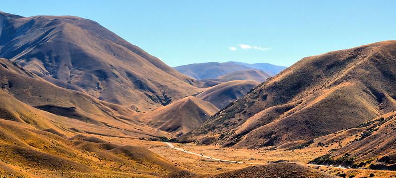 Along the Omarama-Lindis Pass Road