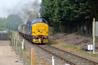 37688_37558 tnt 57007 approaching Yaxham Station on MNR.