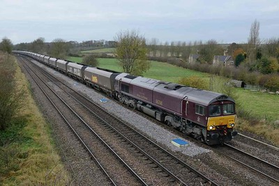 15 November 2017 :: Now that the summer Royal Scotsman trains have finished the special liveried locomotives can now be seen on routine freight trains and here is 66746 at New Barnetby working 4R79 from Doncaster Down Decoy to Immingham