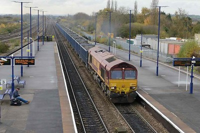 15 November 2017 :: A new working seen at Barnetby is taking spoil from Kellingley Colliery to Killingholme with DB class 66's working in top and tail fashion.  Seen at Barnetby is 66008 on 6E53 with 66014 at the rear of the train