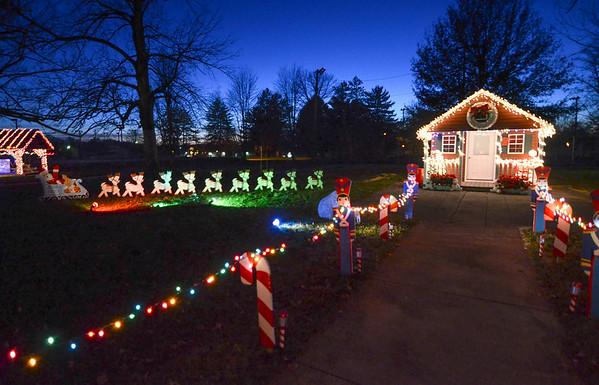 MET 112617 Santa House