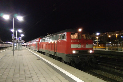 218423 pauses at Munchen Ost with RE 27005, the 1721 from Munchen Hbf to Simbach. The train is formed of two sets of double-deck 'Regio' sets with 218419 working in multiple on the rear (24/11/2017)