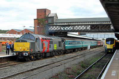 A busy scene at Worcester Shrub Hill: 37884 waits to work 1Z71 1748 to Derby as 180104 heads towards Paddington with a train from Hereford. Highlights of the last leg of the tour included a steady 9-minute ascent of the Lickey Incline from a standing start at Bromsgrove, and also a trip onto the Chaddesden curve (from where the '47' hauled the train back into the station) at Derby (08/10/2017)