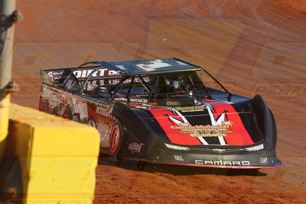 Outlaw Showdown at The Dirt Track