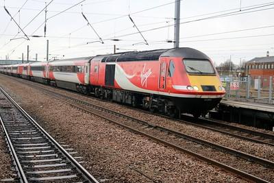 43306_43317 arrive heading for Kings Cross