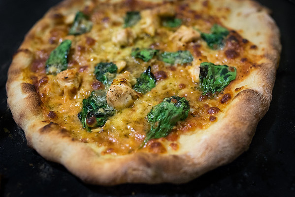 Pizza 3: Chicken, Pesto, Basil