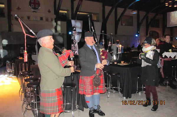 Pop-Up Pipers