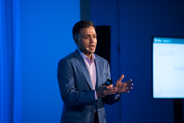 Show Me Money / How to Create a New Software Category: Lessons Learned from Siebel, Ariba and Gainsight Ajay Agarwal MANAGING DIRECTOR / BAIN CAPITAL