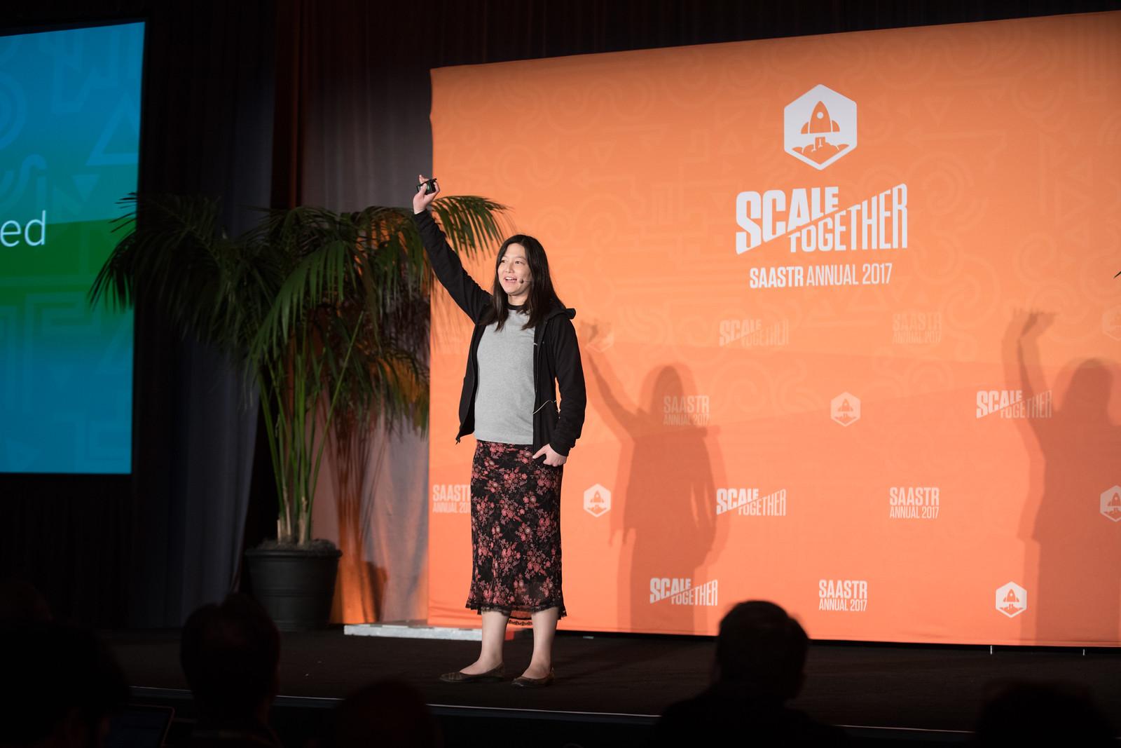11 Funding Secrets Learned From 1,600 Startups Elizabeth Yin PARTNER / 500 STARTUPS